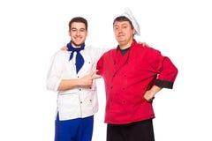 Equipo de dos hombres, cocineros, cocineros Fotos de archivo