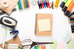 Equipo de escuela con el cuaderno Fotografía de archivo libre de regalías