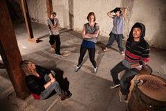 Equipo de esperar de los bailarines de Hip Hop Imagen de archivo libre de regalías