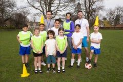 Equipo de fútbol de los niños Fotografía de archivo libre de regalías