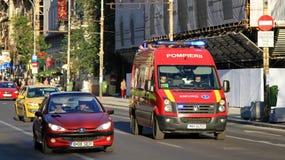 Equipo de la ambulancia de SMURD en la acción Imagenes de archivo