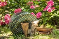 Equipo de la apicultura Imagenes de archivo