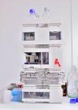 Equipo de la cromatografía de gas en un laboratorio Fotografía de archivo libre de regalías
