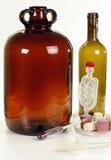 Equipo de la elaboración de vino Fotos de archivo libres de regalías