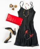 Equipo de la fiesta de Navidad El equipo del vestido de cóctel, noche hacia fuera mira en el fondo blanco Poco vestido negro, emb Foto de archivo