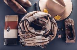 Equipo de la hembra del otoño Sistema de ropa, de zapatos y de accesorios fotos de archivo