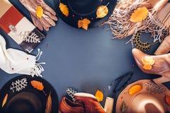 Equipo de la hembra del otoño Sistema de ropa, de zapatos y de accesorios Copie el espacio Concepto de las compras imagen de archivo
