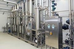 Equipo de la purificación del agua en la planta de Solopharm Foto de archivo