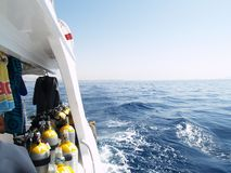 Equipo de la zambullida en el barco Imagenes de archivo