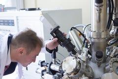 Equipo de laboratorio para los experimentos científicos Fondo industrial abstracto fotos de archivo libres de regalías