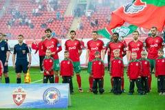 Equipo de Lokomotiv antes del juego de fútbol Fotos de archivo
