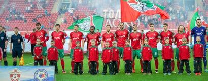 Equipo de Lokomotiv antes del juego de fútbol Fotografía de archivo