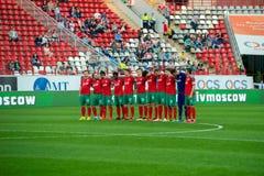 Equipo de Lokomotiv antes del juego de fútbol Fotografía de archivo libre de regalías