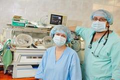 Equipo de los cirujanos de la reanimación Imagen de archivo