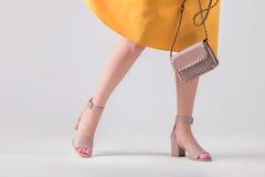 Equipo de moda de bolso y de zapatos imagen de archivo libre de regalías