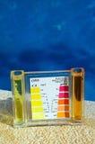 Equipo de prueba de la piscina. Fotos de archivo