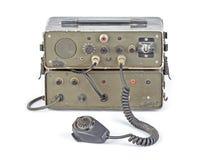 Equipo de radio-aficionado aficionado verde oscuro en el fondo blanco Foto de archivo