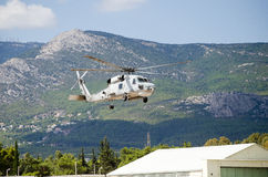 Equipo de rescate negro del helicóptero del halcón Fotos de archivo libres de regalías