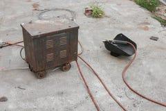 Equipo de soldadura viejo del moho, máscara de la soldadura, vieja aún vida Foto de archivo