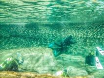 Equipo de submarinismo IV del río imagen de archivo libre de regalías