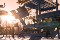 Equipo de Sun y de la aptitud para los deportes al aire libre al aire libre, el invierno y los instructores azules Imágenes de archivo libres de regalías