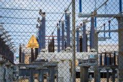 Equipo de un alto voltaje de redes eléctricas Fotografía de archivo libre de regalías