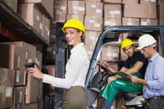 Equipo de Warehouse que trabaja durante período ocupado Fotos de archivo libres de regalías