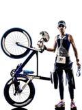 Equipo del atleta del hombre del hierro del triathlon del hombre Fotos de archivo libres de regalías