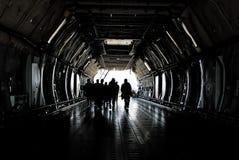 Equipo del avión de carga Foto de archivo libre de regalías