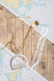 Equipo del capitán y un mapa Imágenes de archivo libres de regalías