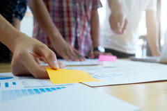 Equipo del diseñador gráfico, grupo de estudiantes, brainstromi del equipo del negocio Fotografía de archivo libre de regalías
