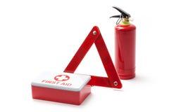 Equipo del extintor de triángulo del camino y de primeros auxilios Imagen de archivo