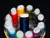 Equipo del hilo de coser imagen de archivo