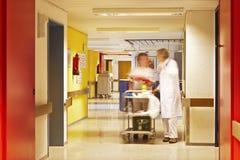 Equipo del hospital del pasillo Fotos de archivo libres de regalías