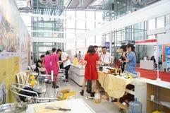 Equipo del hotel internacional de Shenzhen y exposición de las fuentes, en China Fotos de archivo libres de regalías