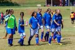 Equipo del impacto de la muchacha del fútbol del fútbol  Fotografía de archivo
