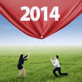 Equipo del negocio que tira del Año Nuevo de 2014 Fotografía de archivo libre de regalías