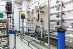 Equipo del panel de control en industria farmacéutica Fotos de archivo libres de regalías