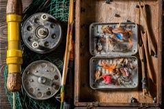 Equipo del pescador con los flotadores, los ganchos y las barras Foto de archivo