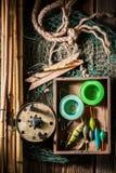 Equipo del pescador del vintage con la red, las barras y los flotadores Imagen de archivo libre de regalías