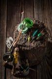 Equipo del pescador del vintage con los flotadores, los ganchos y las barras Foto de archivo