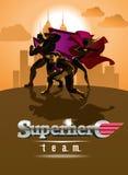 Equipo del super héroe; Equipo de super héroes, presentando delante de una luz Fotografía de archivo