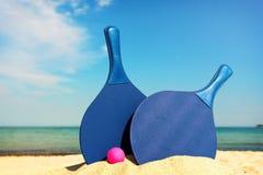 Equipo del tenis de la playa en la playa Fotos de archivo libres de regalías