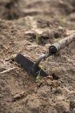 Equipo del Weeding en el suelo Foto de archivo