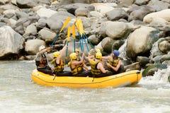 Equipo el transportar en balsa de río de Whitewater Foto de archivo
