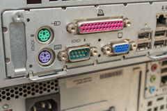 Equipo electrónico/ordenador obsoletos desechados Foto de archivo libre de regalías