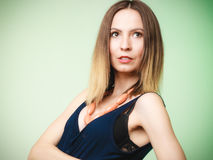 Equipo elegante Retrato de la mujer con estilo joven Imagen de archivo libre de regalías