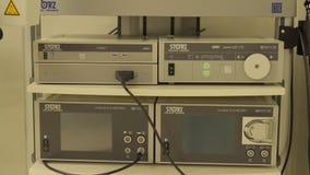 Equipo en el sitio de la cirugía almacen de video