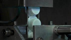 Equipo en la fábrica de la leche almacen de metraje de vídeo