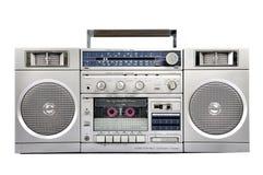 equipo estéreo portátil de radio de plata de los años 80 aislado en blanco frente Fotos de archivo